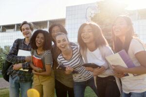 Estudiantes aspirantes a Beca Buap